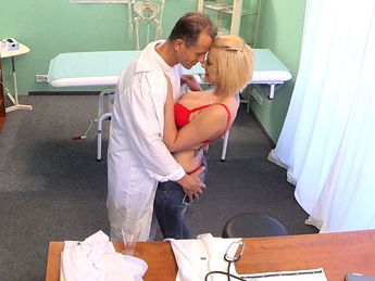 Fake Hospital - Medical student gets her first anatomy lesson