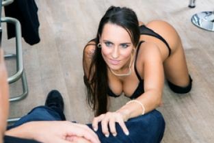 DigitalPlayGround - Customer Satisfaction: Mea Melone & Bruce Venture