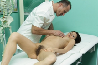 Fake Hospital - Cock therapy helps sensitive pussy