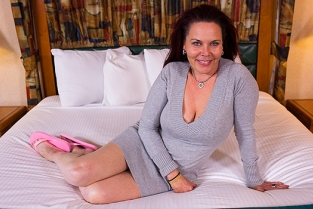 MomPov - Tantra cougar does first porn session