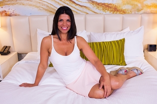 MomPov - Hot all natural Brazilian MILF