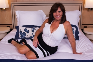 MomPov - Married deprived Cougar with curves