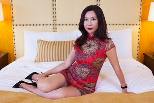 MomPov - Sexy Chinese import does first porn