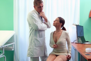 Fake Hospital - Caroline Ardolino Doctor gets sexy patients pussy wet