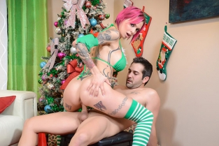 Spizoo - Anna Bell Peaks Crazy Christmas