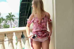 Smoking Blonde Flashes for Fun Daisy Stone - Public Pick Ups