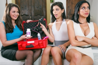 Mommys Girl - The Family Sexologist Allie Haze, Jaclyn Taylor, Gina Valentina