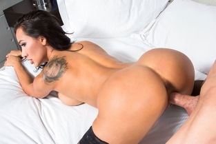 TonightsGirlfriend - Amia Miley