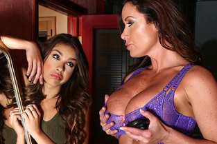Family - Carmen Caliente, Christina Carter I Want Bigger Tits