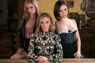 Mommys Girl - The Family Business Jenna Sativa, Mona Wales, Kali Roses