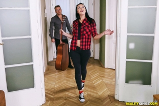 RealityKings - Carolina Vogue While My Guitar Gently Creeps MikesApartment