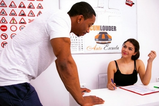 CumloudersDrivingSchool - Valentina Nappi Valentina tests you