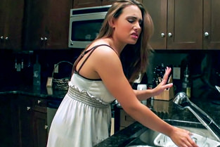 Cleaning Girl Gets Filthy Renna Ryann - I Know That Girl