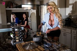 Twistys - Ariana Marie, Nicolette Shea Meating The Mother MomKnowsBest