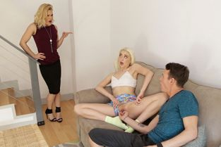 StepSiblingsCaught - Chloe Couture Caught By Mom