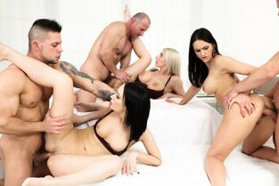 DogHouseDigital - Angie Moon, Nathaly Cherie, Barbara Bieber Want To Swing?