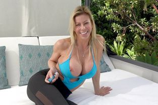 BangRealMILFs - Alexis Fawx Backs It Up On Dick In The Pool Cabana