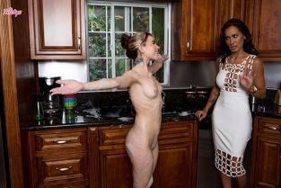 Twistys - Alina West, Amia Miley Pink In The Sink MomKnowsBest
