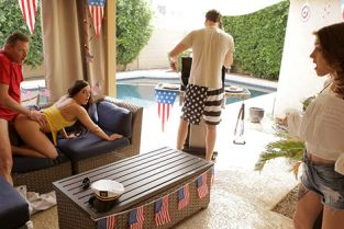 MyFamilyPies - Rosalyn Sphinx, Whitney Wright Fourth Of July Family Fuck