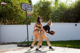 Twistys - Carter Cruise, Lela Star When Girls Play Ball WhenGirlsPlay