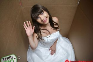 TeamSkeet - Luna Rival Unboxing A Bride TeensLoveAnal