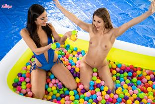 Twistys - Emily Willis, Paige Owens Ballin Booties WhenGirlsPlay