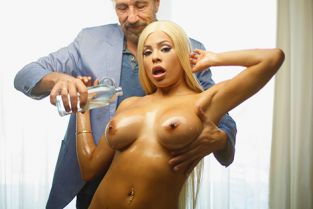 New Sensations - Luna Star Full Service For Luna