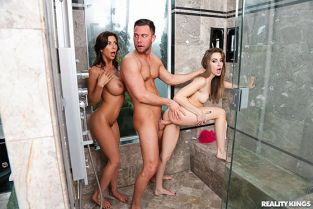 RealityKings - Kimmy Granger, Alexis Fawx Threes Cumpany In The Shower MomsBangTeens