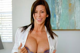 MomsTeachSex - Alexis Fawx Mind Your Manners