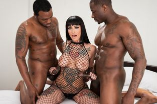 Spizoo - Jessie Lee Hot Tattooed Brunette Gets Double BBC