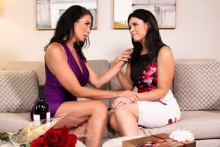 MomsOnMoms - India Summer, Reagan Foxx Stood Up By Her Husband