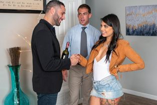 RealityKings - Gina Valentina It's In The Bag SneakySex