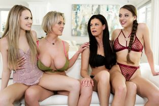 MommysGirl - India Summer, Scarlett Sage, Gia Derza, Dee Williams Mothers Day Blues